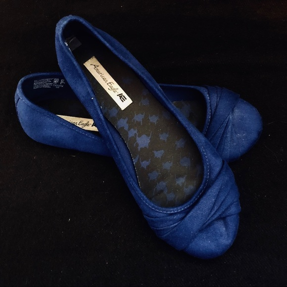 American Eagle Outfitters Shoes   Dark